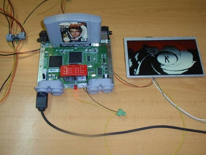How this guy transform Nintendo 64 into A Handheld game console 10