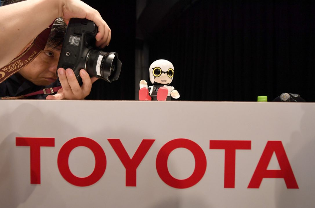 Toyota Introduce Mini Robot for Lonely People